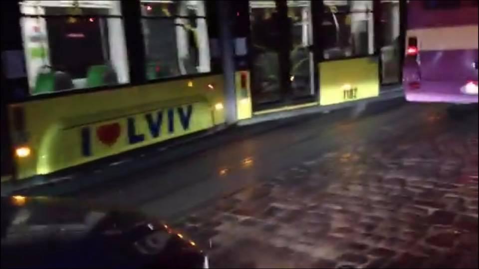 У Львові трамвай зійшов з рейок