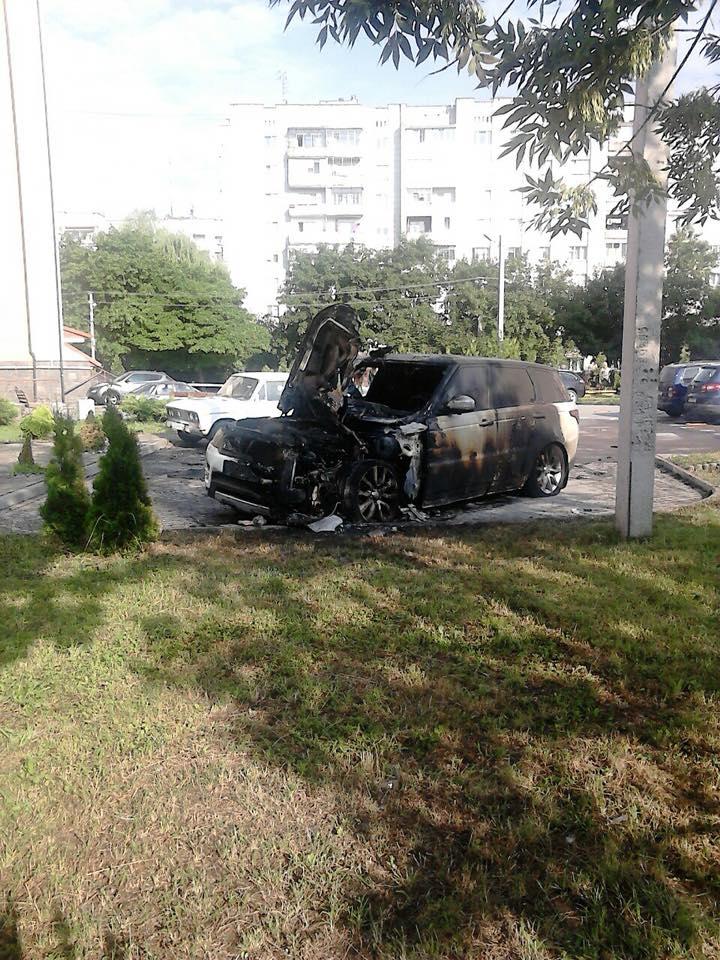 У Львові спалили автомобіль. Фото - Ігор Зінкевич, Варта-1