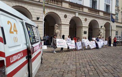 У Львові погрожують вчинити самоспалення