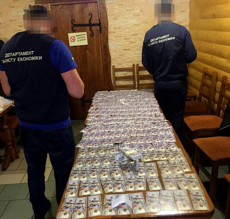 На Львівщині злочинна група вимагала у людей понад 50 тис доларів США