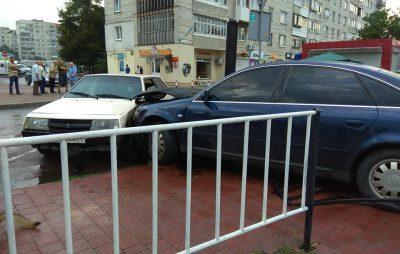 У Львові водій втік з місця аварії