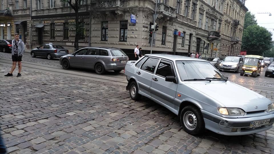 У центрі Львова ускладнений рух транспорту