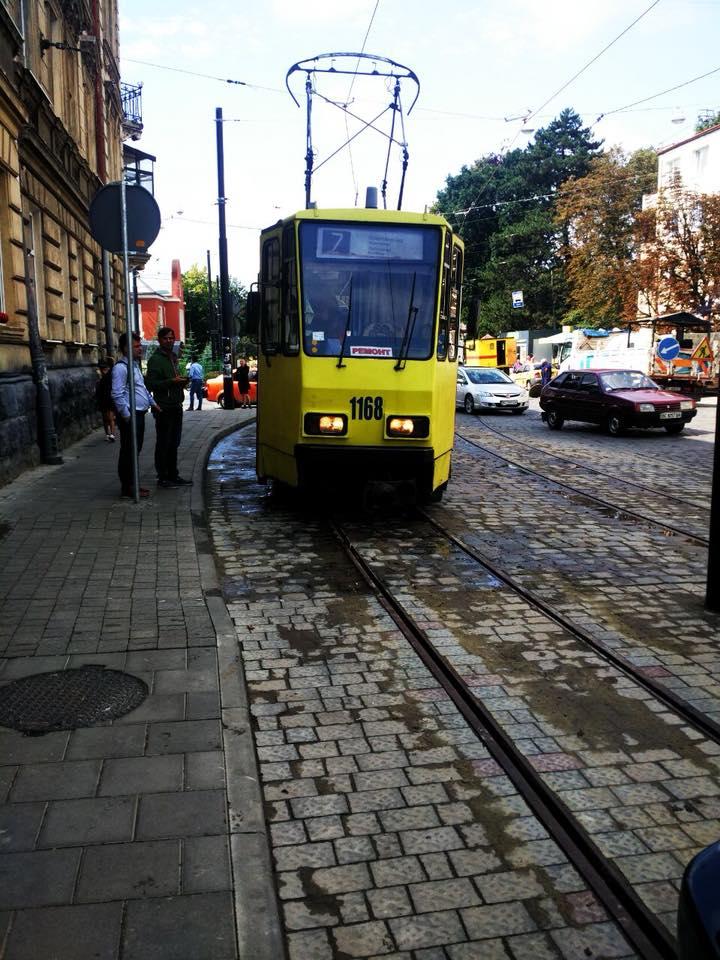 У Львові через зламаний трамвай виникла тягнучка