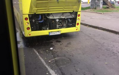 У Львові поламався білоруський автобус. Фото Варта-1