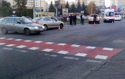 """У Львові """"Мерседес"""" збив пішоходів. Фото: відкриті джерела."""