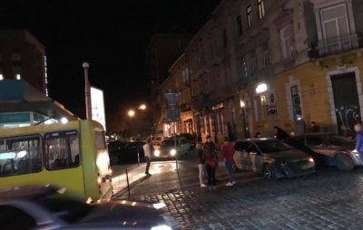 У Львові на Куліша сталась аварія. Фото Варта-1