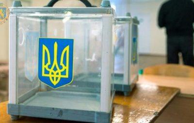 Дільничним виборчим комісіям передали попередні списки виборців та іменні запрошення. Фото: прес-служба ЛОДА