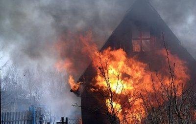 На Жовківщині згорів господарський будинок. Фото: відкриті джерела.