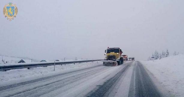 На Львівщині трасу Київ - Чоп замело снігом