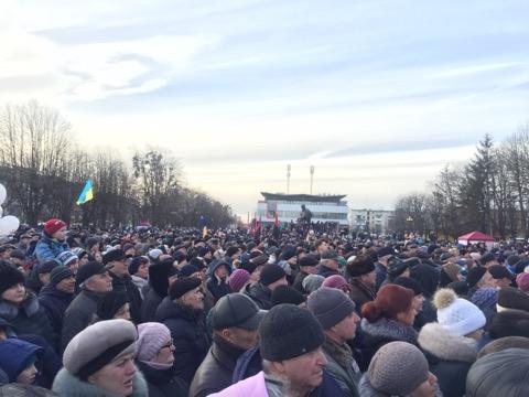 У Червонограді 10 тисяч людей зустрілись з Порошенком. Фото: 4studio.