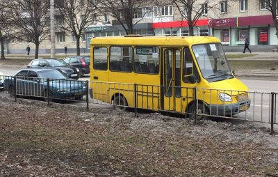 У Львові маршрутка потрапила у ДТП. Фото: Варта1.