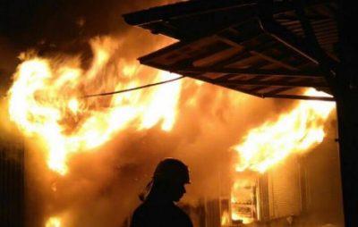 На Дрогобиччині ліквідували пожежу у господарській будівлі. Фото: відкриті джерела.