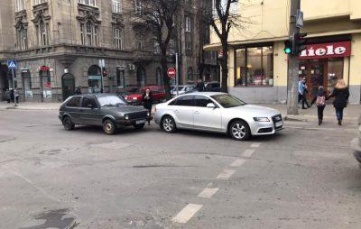 У Львові через ДТП ускладнився рух автомобілів. Фото: Ігор Зінкевич.