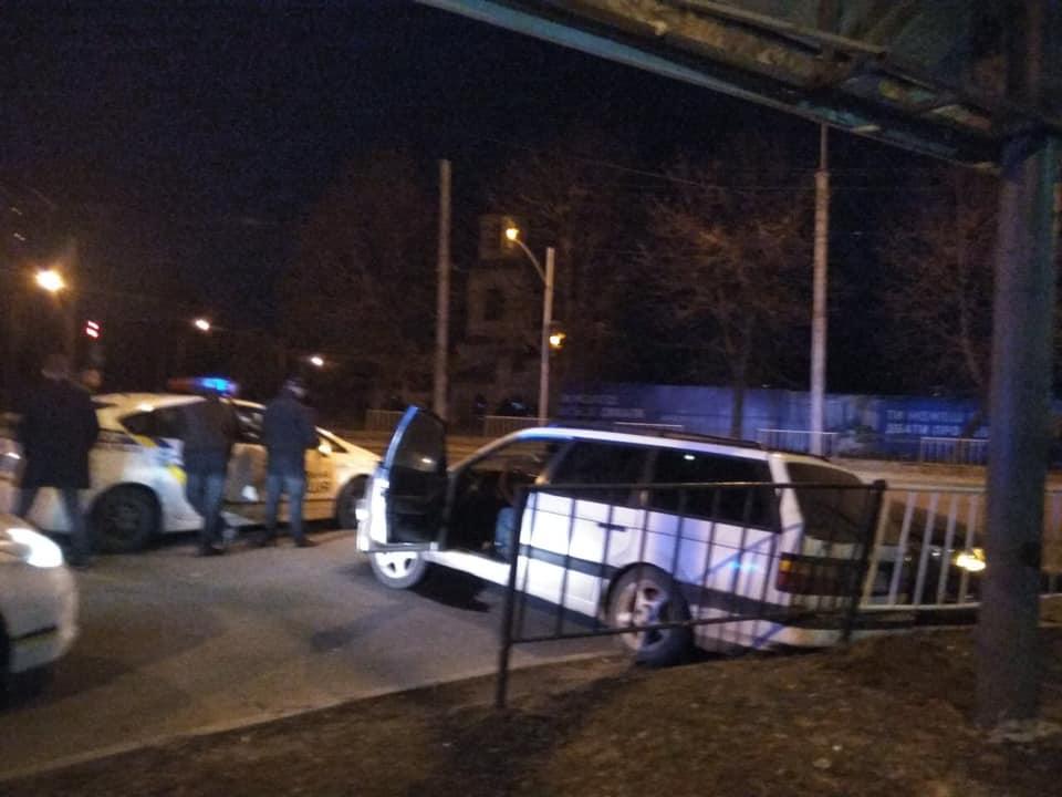 У Львові п'яний водій влетів у автівку. Фото: Варта1.