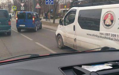 У Львові біля Макдональдсу трапилась ДТП. Фото: Ігор Зінкевич