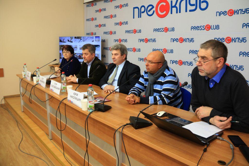 Ті, хто думають, уже зробили свій вибір: українські видавці у Львові підтримали Порошенка