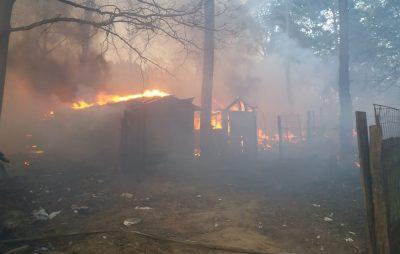 На Львівщині під час пожежі в закинутій будівлі чоловік отруївся продуктами горіння