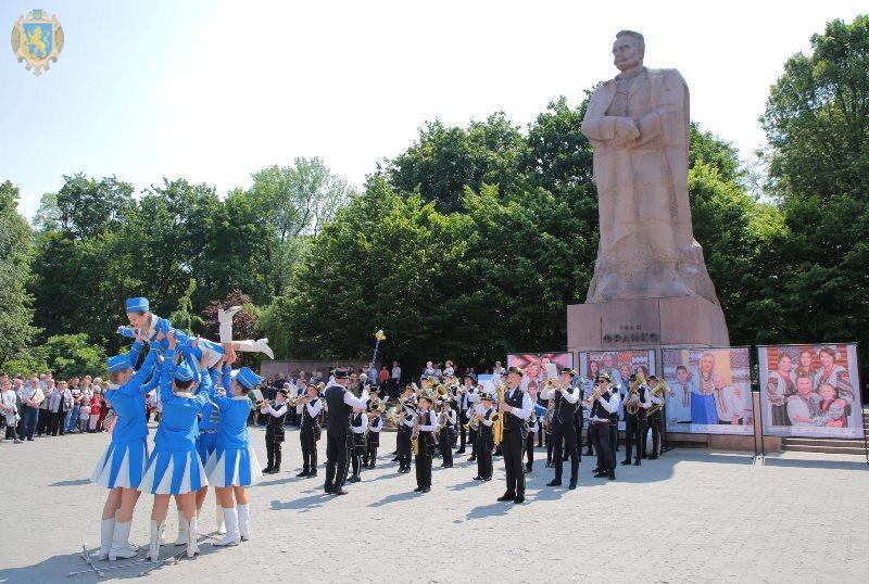 На Львівщині стартувало свято сім'ї «Буде родина - буде Україна!»