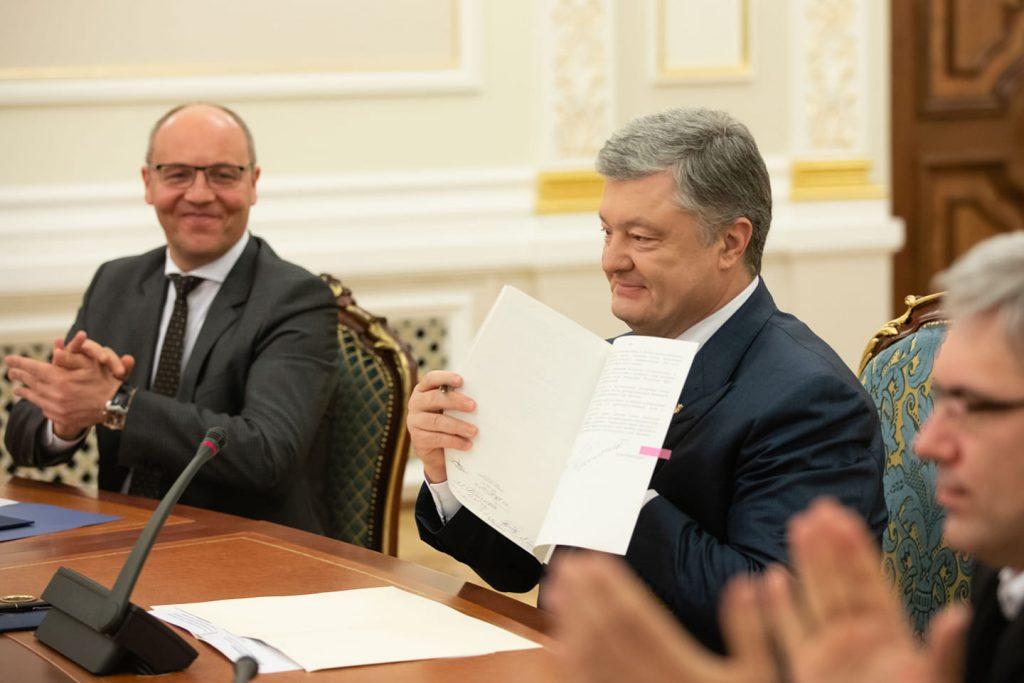 Президент України Петро Порошенко підписав закон про функціонування української мови як державної. Фото Святослав Цеголко