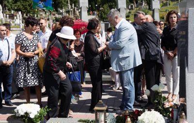 Порошенко у Львові відвідав посвяченні пам'ятника на могилі Василя Сліпака