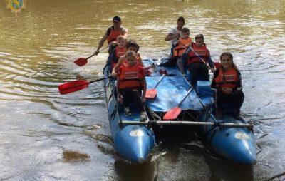 На Львівщині для дітей-сиріт організували сплав по ріці Дністер