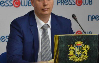 """Офіційне змалоросійщення розпочалося, - історик про переїзд АП в """"Український дім"""""""