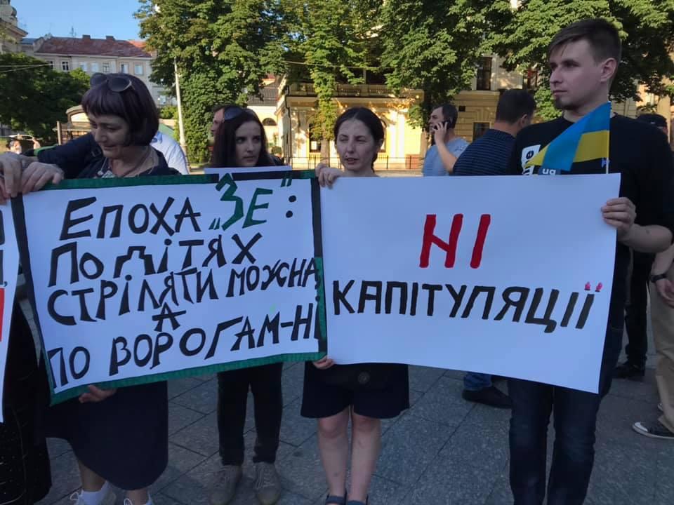У Львові вимагали відсторонення Кучми. Фото: 4studio.