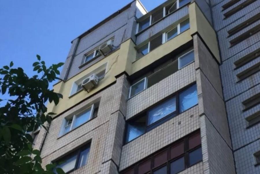 На Сихові з вікна 13-го поверху випала жінка