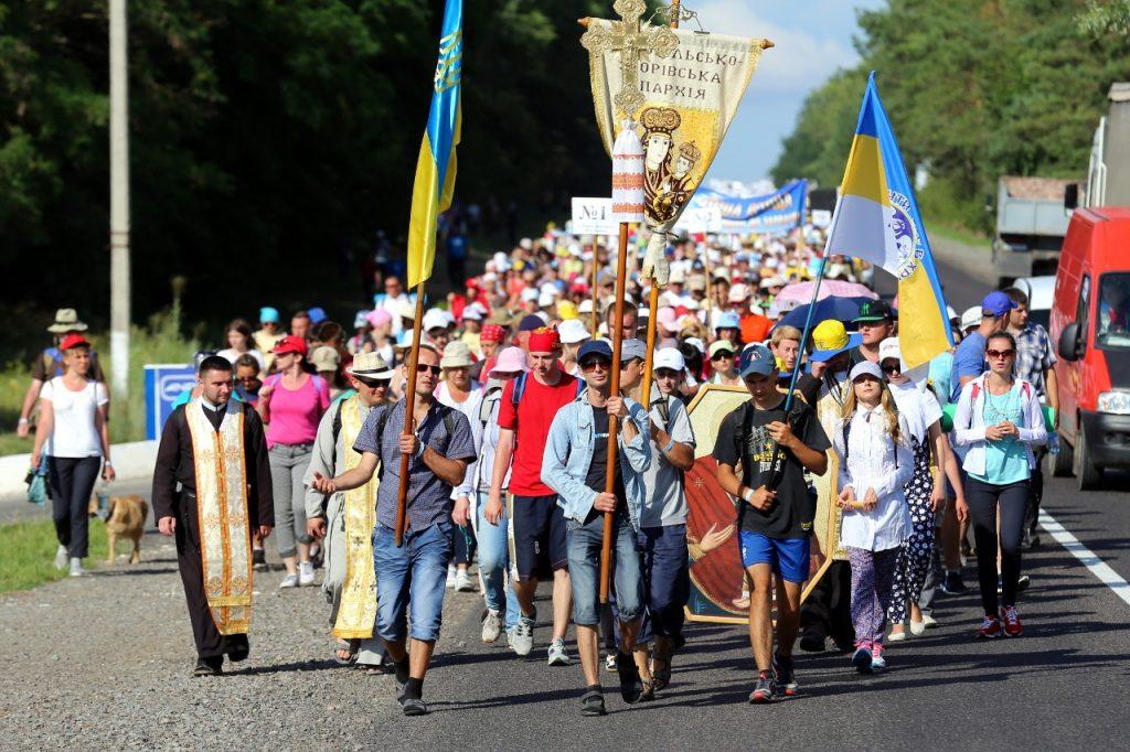 Через загальноміську ходу цієї неділі у Львові перекриють рух транспорту. Фото: відкриті джерела.