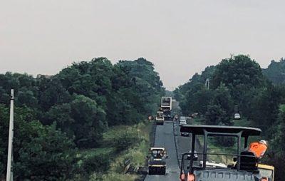 Дорогу до Рогатина нарешті відремонтують. Фото: служба автомобільних доріг.