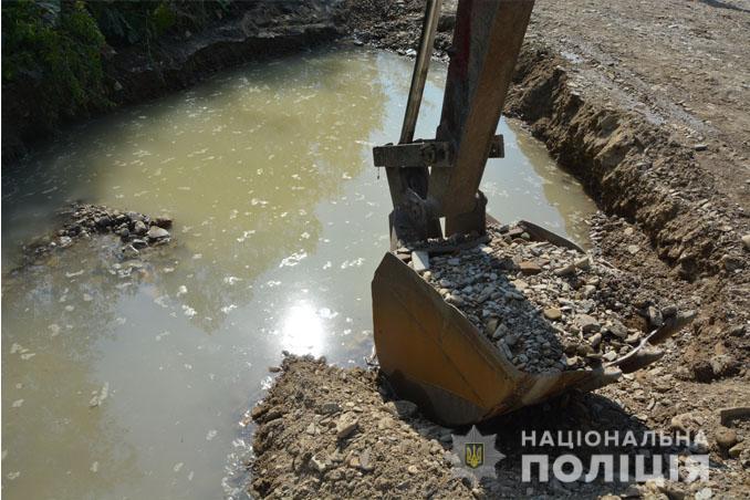 На Львівщині правоохоронці запобігли незаконному видобутку гравію. Фото: ГУ НП.
