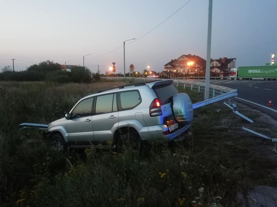 У Львові чоловік викрав та розтрощив автівку. Фото: Варта1
