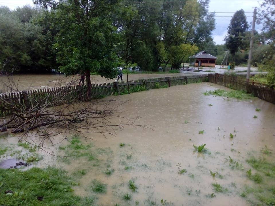 На Львівщині через негоду затопило село