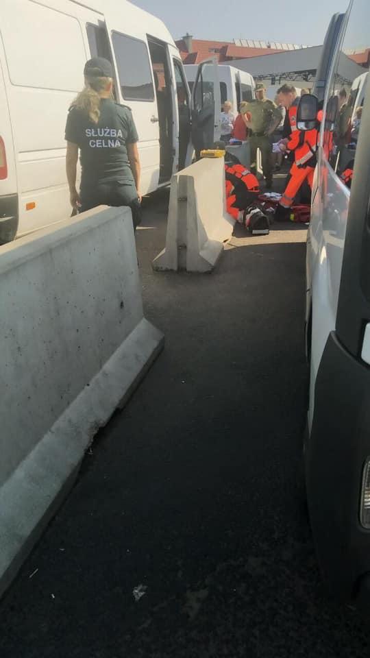 На пункті перетину із Польщею у черзі на TaxFree померла жінка. Фото: Варта1.