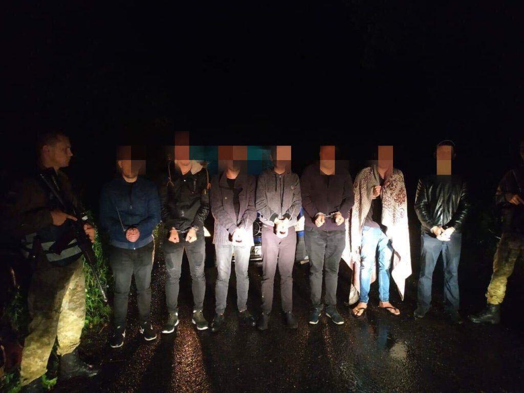 На Львівщині прикордонники затримали групу нелегальних мігрантів та пособників