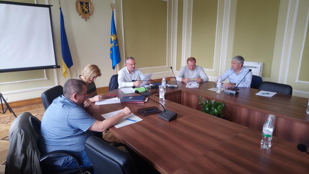 Профільна комісія ініціює звернення облради щодо підвищення штрафів для незаконних АЗС
