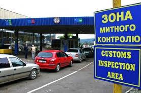 На кордоні з Польщею водій мікроавтобуса намагався перевезти запчастини на півмільйона гривень. Фото: відкриті джерела.