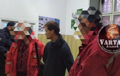 У Львові затримано чоловіка, який раптово вдарив жінку. Фото: Варта1.