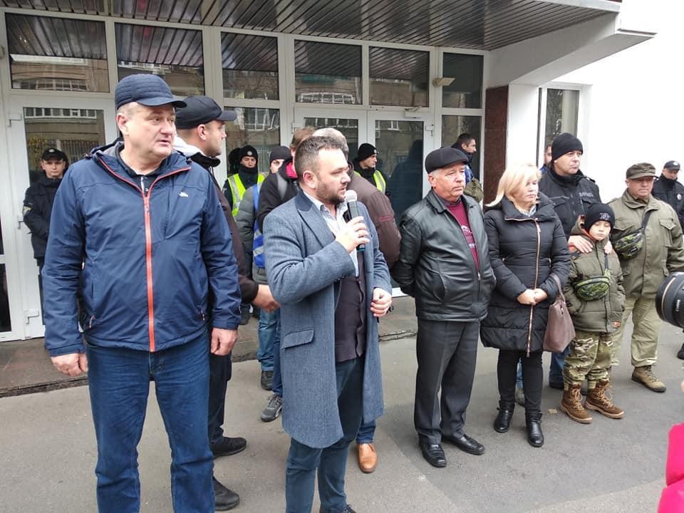 Депутати Львівської обласної ради поїхали у Київ вимагати відставки Віконського