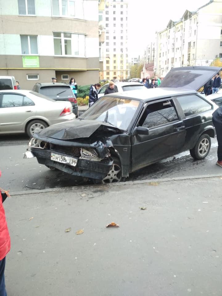 У Львові зіткнулись автомобілі. Фото: Ігор Зінкевич.