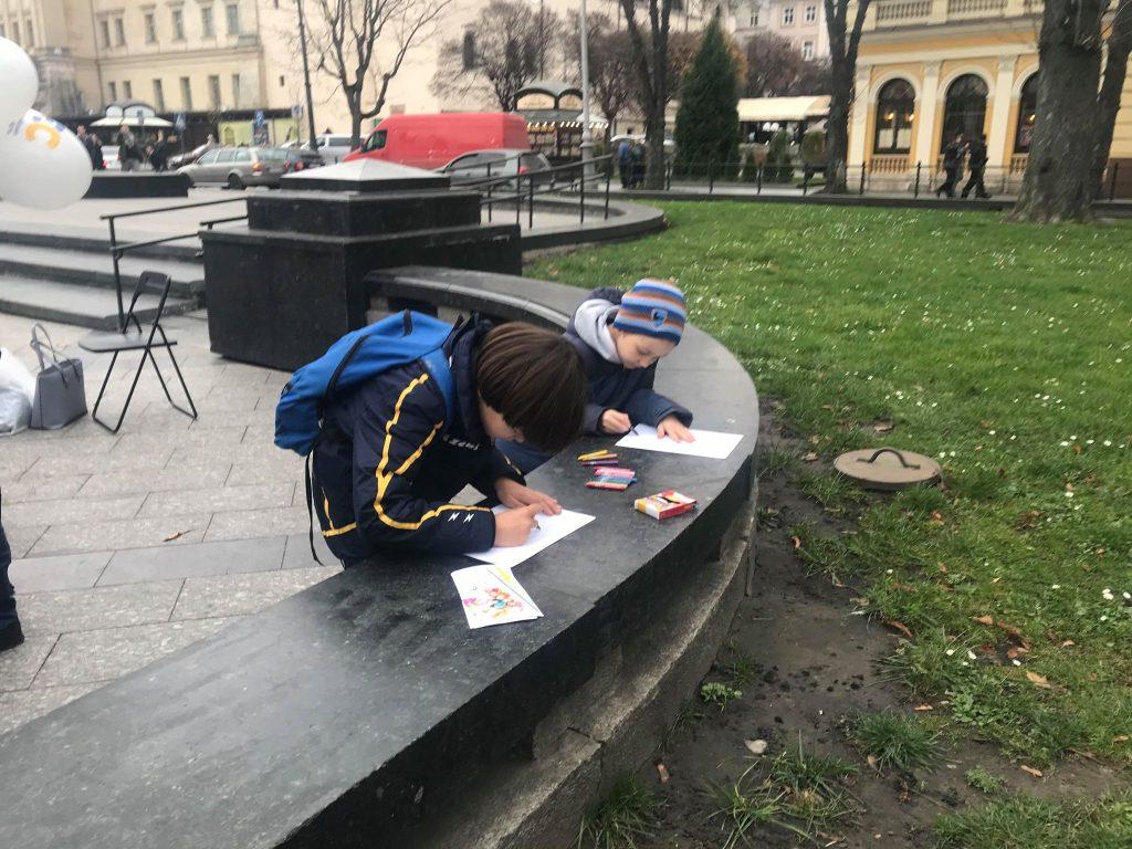 У центрі Львова стартувала акція до всесвітнього Дня дитини. Фото: 4studio.