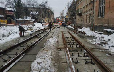 У Садового похвалились, як три лінивці ремонтують Замарстинівську. Фото: Ірина Маруняк.
