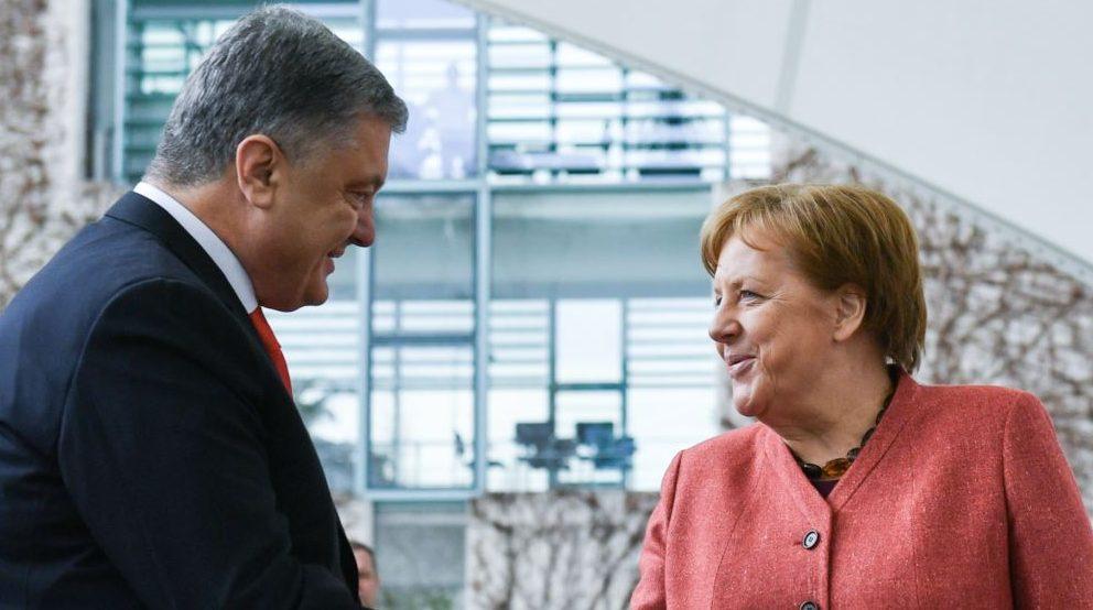 Петро Порошенко отримав від Ангели Меркель привітання з Різдвом та Новим Роком