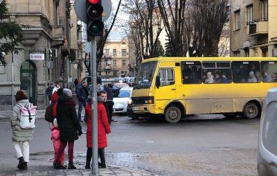 У Львові маршрута влетіла у легковик. Фото: Ігор Зінкевич.