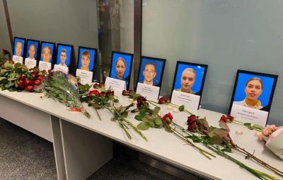 """У """"Борисполі"""" співчувають загиблим працівникам авіакомпанії МАУ. Фото: Станіслав Краснов"""
