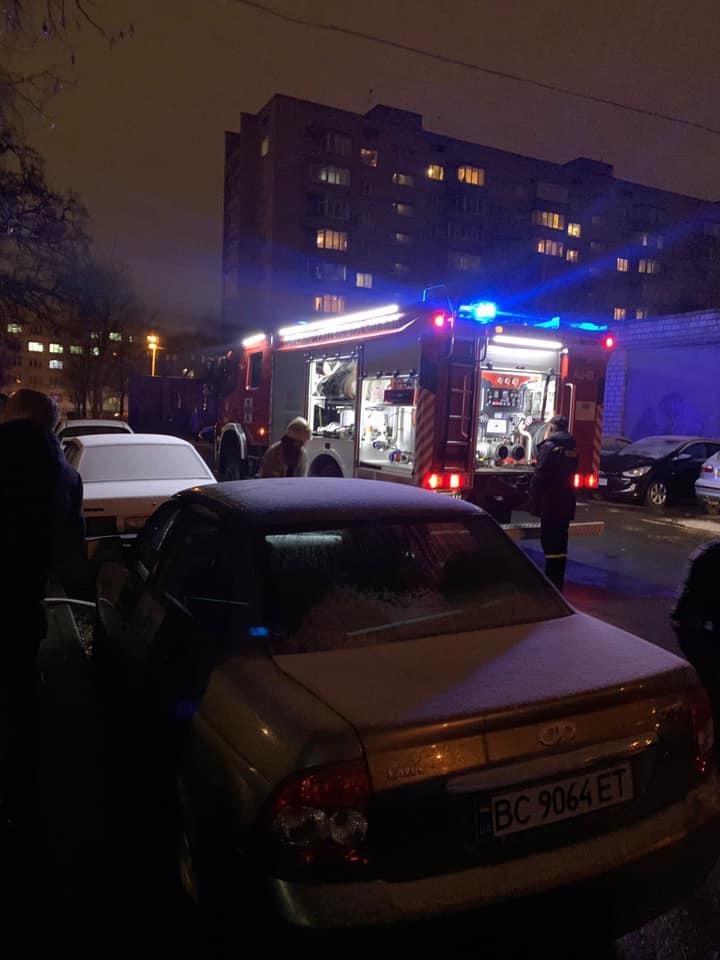 У Львові під час пожежі потерпіла жінка. Фото: Ігор Зінкевич.