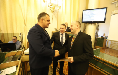 Ганущин нагородив лауреатів Обласної премії імені Степана Бандери. Фото: ЛОР.