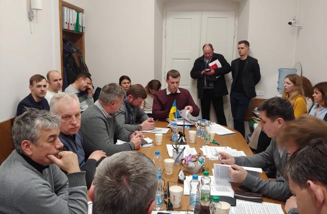 """Комісія з питань транспорту """"всліпу"""" погодила нові майданчики для паркування у Львові. Фото: Гал-Інфо."""