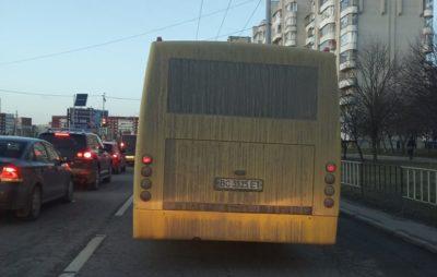 Як у Львові містом курсують брудні маршрутки. Фото: Олег Ліпчинський.