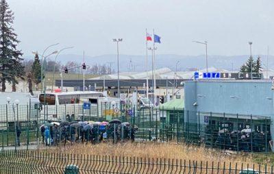 Польські консульства в Україні поновлюють видачу робочих віз